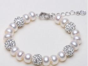 戴珍珠首饰好处多多 美肤养颜延年益寿