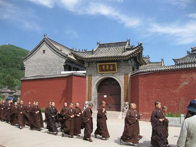 普寿寺:中国最大的女众佛学院 出家须遵守384条戒律